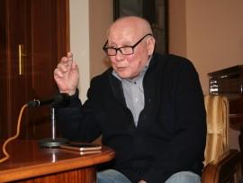 Российский хореограф Генрих Майоров впервые ставит в Армении детский спектакль . . .